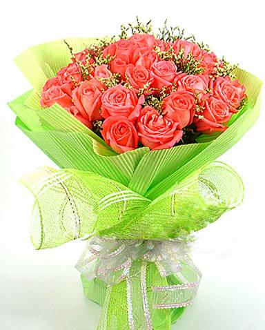 22枝紅玫瑰/燦爛的邂逅: 22枝紅玫瑰,情人草點綴;