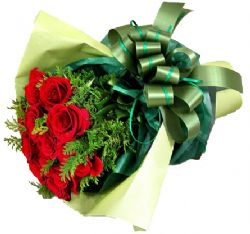 12枝红玫瑰/国色天香: 12枝红色玫瑰、适量配叶。