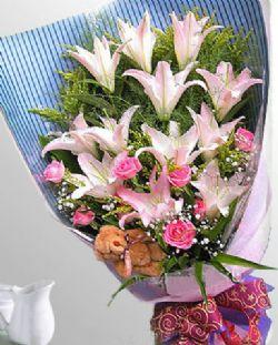 12枝百合/缘份: 12朵粉色香水百合,8枝粉玫瑰,加拿大黄莺,满天星陪衬,些许剑叶托底;