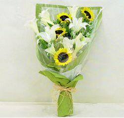 9枝白色百合/最爱宝贝: 9枝白色铁炮百合,4枝向日葵,淡绿色配草