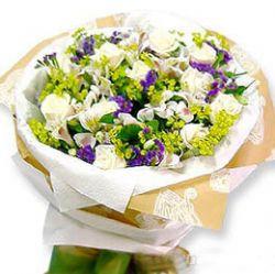 11枝白玫瑰/唯一: 11枝白玫瑰,勿忘我、黄莺饱满;