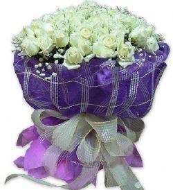 99枝白玫瑰/一往情深: 白玫瑰99枝,满天星点缀