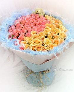 99枝粉玫瑰/伊甸园: 48枝粉玫瑰,51枝香槟玫瑰,蓝色羽毛(可用蓝色纱网代替)外转,