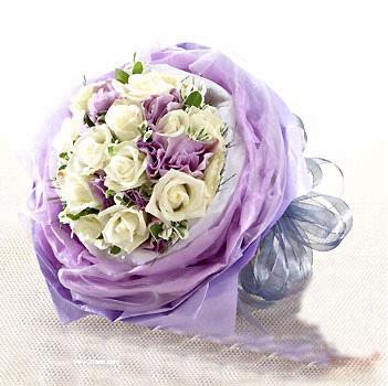 11枝白玫瑰/平淡最長久