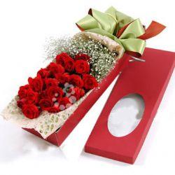 24枝紅玫瑰/盡在不言中: 24枝靚麗紅玫瑰,滿天星根部扎束豐滿