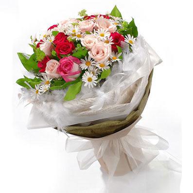 20枝粉玫瑰/約定: 9枝紅玫瑰,粉玫瑰11枝,白色小繽菊、綠葉點綴