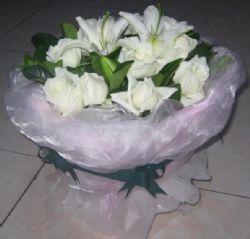 11枝白玫瑰/纯纯的心