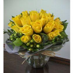 24枝黄玫瑰/默默爱你