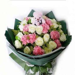 11枝粉色康乃馨/温馨美丽: 11枝粉色康乃馨,19枝白玫瑰,黄樱,绿叶丰满,附赠可爱小熊1只