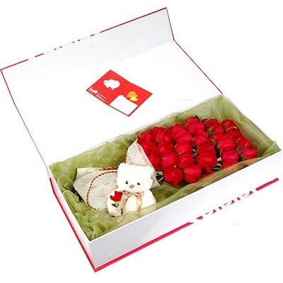 29枝红玫瑰/无法割舍: 29朵红玫瑰,搭配小熊。