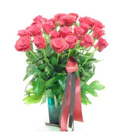 26枝红玫瑰/幸福港湾: 26枝红色玫瑰,绿叶,丝带搭配