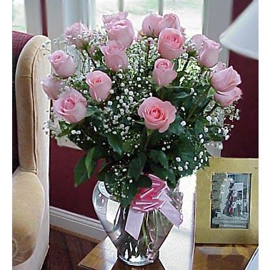 22枝粉玫瑰/轻轻诉说: 22枝粉玫瑰、满天星丰满间插