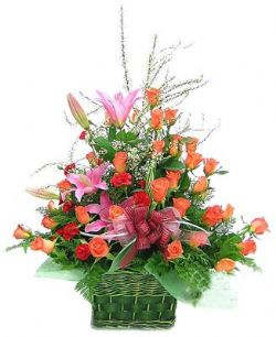 33枝粉玫瑰/萬事如意: 33枝粉玫瑰,11枝紅色康乃馨,2支粉色多頭香水百合,高檔配花豐滿