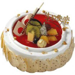 鲜奶蛋糕/荷塘月色(8寸): 圆形鲜奶蛋糕,时令水果装饰,巧克力片围边装饰
