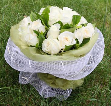 24枝白玫瑰/水晶�偃�