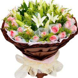 36枝粉玫瑰/守望: 36枝粉玫瑰獨立包裝,6枝多頭白百合、黃英豐滿。