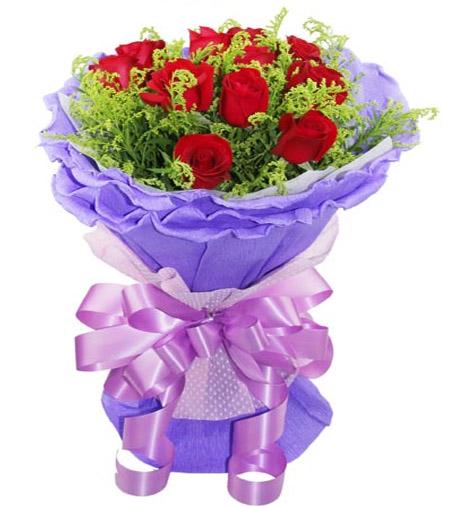 11枝红玫瑰/心中最爱: 11枝红玫瑰,黄英间插。