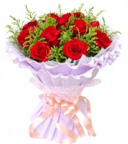 11枝红玫瑰/幸福的绽放: 11枝红玫瑰,黄英丰满 浅紫色皱纹纸多层包装成圆形花束;