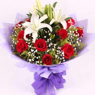 清新的爱/11朵红玫瑰: 11朵红玫瑰,1枝香水百合,配花溚配