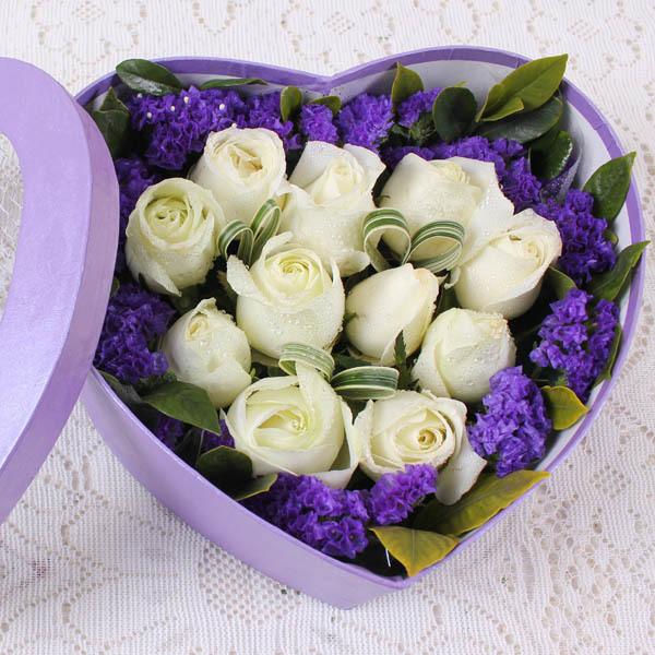 爱/11朵白玫瑰: 11朵白玫瑰,勿忘我绿叶点缀