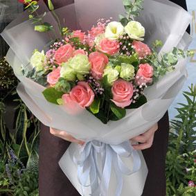 11枝粉玫瑰加桔梗包装-订花人鲜花速递