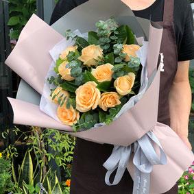 11枝香槟玫瑰灰色欧雅纸包装-订花人鲜花速递