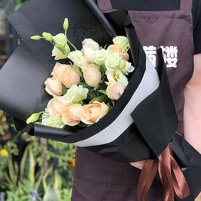 11枝香槟玫瑰加桔梗花束