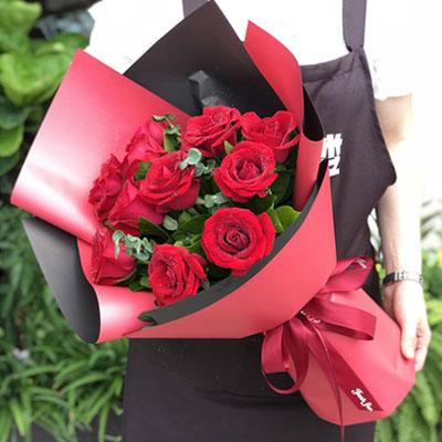 11枝红玫瑰花束红色纸包装