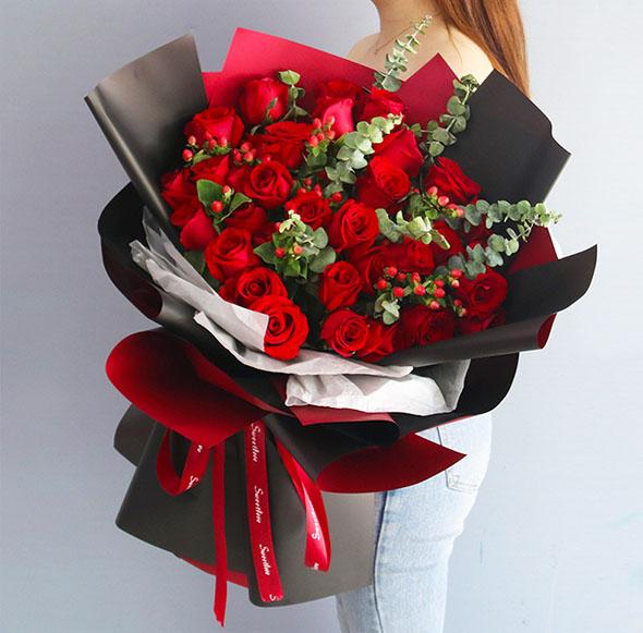 33枝�t玫瑰花束