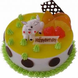 �r奶蛋糕/�N���i���: �A形奶油蛋糕,上面一�狱S色果�u,�r令水果、奶油花�b�,一只可�圬i�i端坐其中。