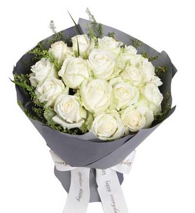 16枝白玫瑰/最初的梦想: 白玫瑰16枝,适当绿叶