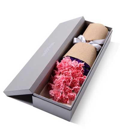19枝粉色康乃馨/天使之祈: 高档礼盒装鲜花: 粉色康乃馨19枝,勿忘我适量