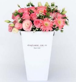 19枝粉玫瑰/芬芳: 苏醒玫瑰19枝,粉色洋桔梗0.3扎,粉色扶郎5枝,白色相思梅0.3扎