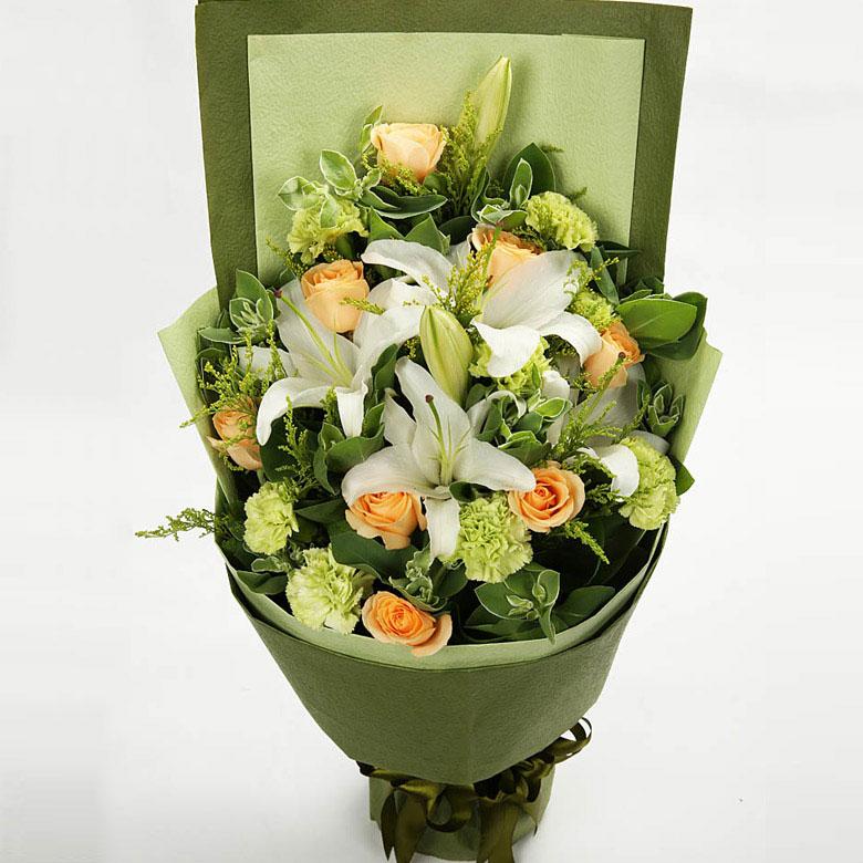 9朵绿色康乃馨、9朵香槟玫瑰、3枝百合/静静想你