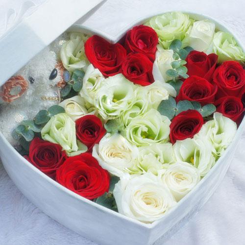 11枝极品红玫瑰、8枝白玫瑰/宁愿 (红玫瑰 白玫瑰 爱情 友情 生日 女朋友 七夕 情人 圣诞 礼盒)
