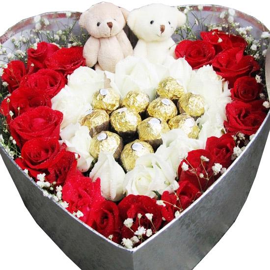 精选22朵红玫瑰、11朵白玫瑰、11颗费列罗巧克力/日复一日