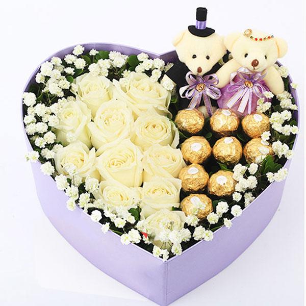 11朵精选白玫瑰+9颗费列罗巧克力+可爱情侣小熊一对/枫叶流丹