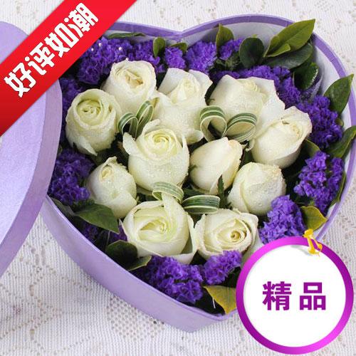 11朵优质白玫瑰爱心状摆放/恋之风景