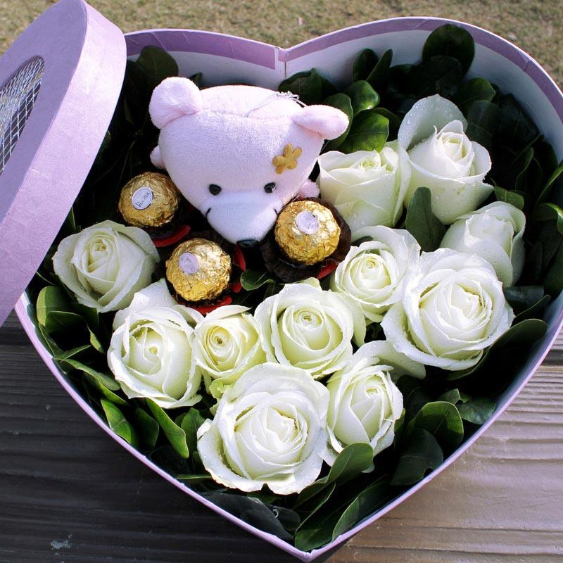 精选11朵白玫瑰/白色花园