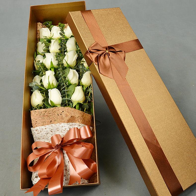 精心挑选19枝优质昆明白玫瑰/爱的脚印