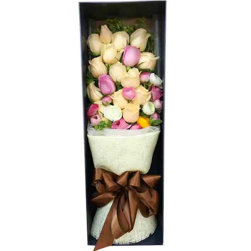 14朵香槟玫瑰5朵粉玫瑰3朵白玫瑰/深情对望