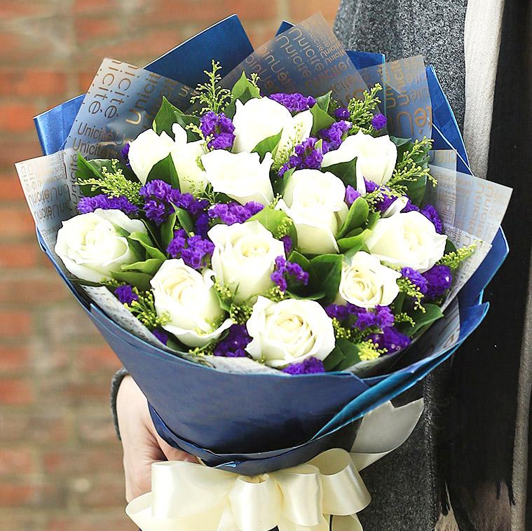 精选11支极品白玫瑰/浓浓的爱