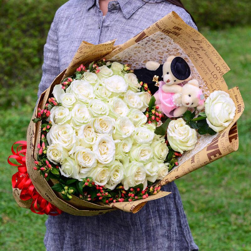 精选优质33枝白玫瑰/纯纯爱恋