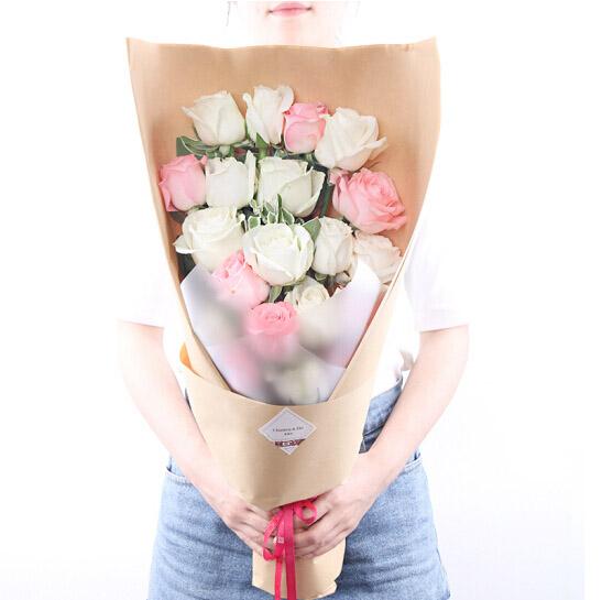 11支白玫瑰,8支戴安娜玫瑰混搭/一辈子爱你