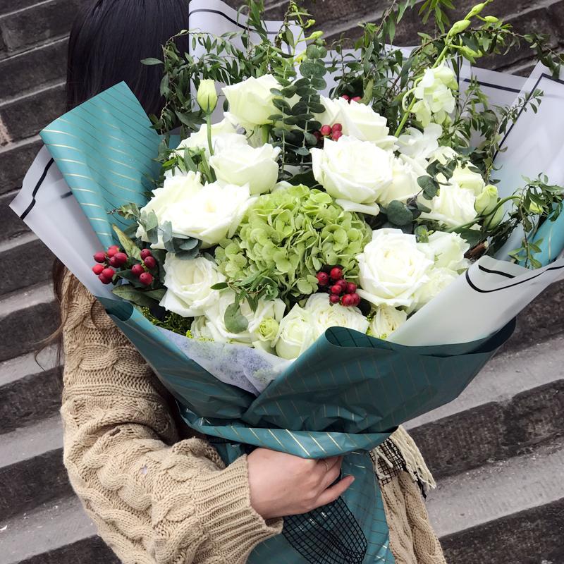 21朵白玫瑰/温柔绽放(熊抱花束)