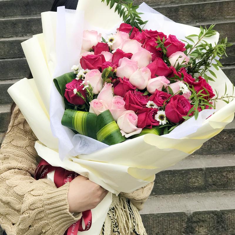 19朵戴安娜玫瑰/悸动的心(熊抱花束)