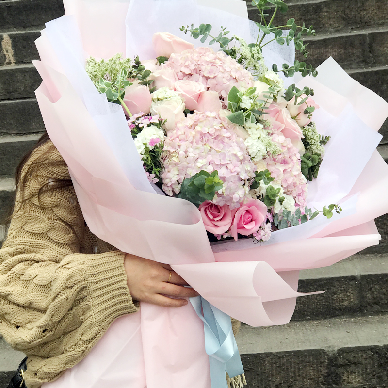 9朵戴安娜玫瑰/粉色精灵(熊抱花束)