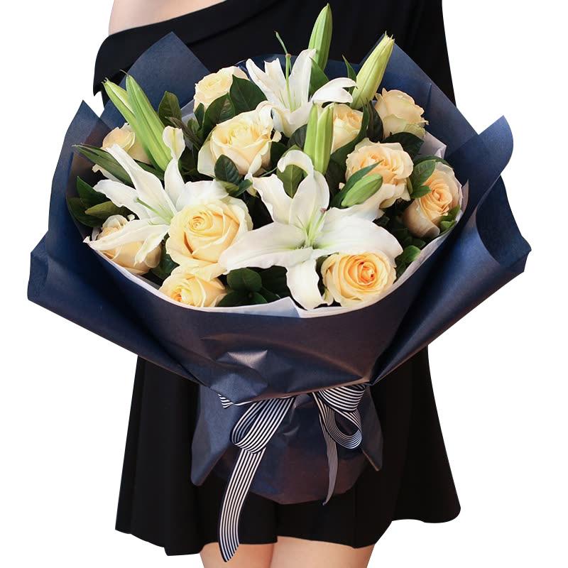 11朵香槟玫瑰+2枝白百合/爱的旋律